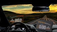 Monitor s HUD displejem během jízdy systém promítá údaje o rychlosti, otáčkách motoru Vyrobeno v EU