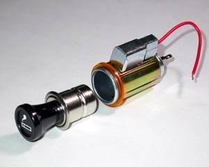 Univerzální auto zapalovač celokovový podsvětlený 12V Vyrobeno v EU
